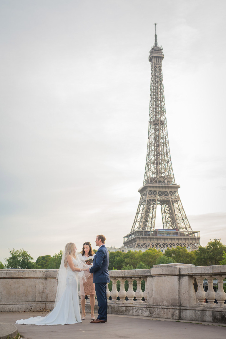 eiffel tower wedding bir-hakeim bridge